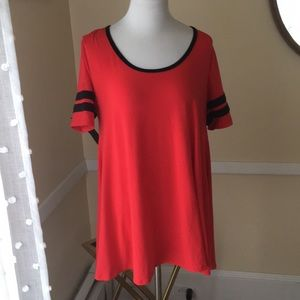 LuLaRoe Classic T in Small and EUC!
